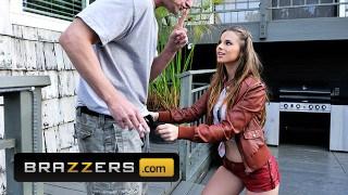 Brazzers star Jillian Janson seduce her dad to suck his cock HDpom